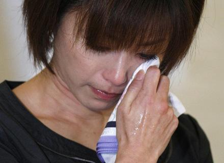 Em uma entrevista coletiva, Noriko Sakai, presa por consumo de drogas, chorou e pediu desculpas aos fãs